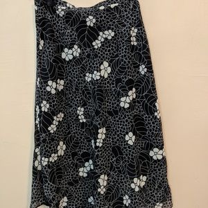 B&W floral skirt - flattering fit
